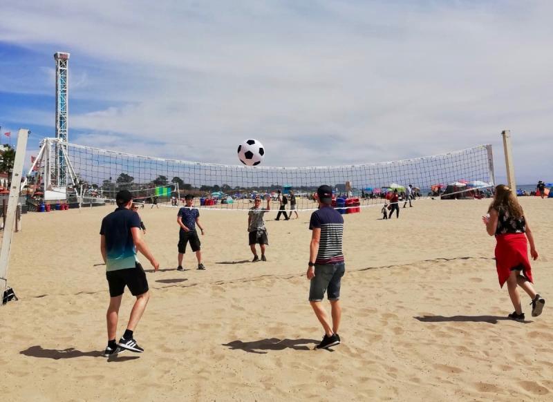 Beachvolleybal op het strand
