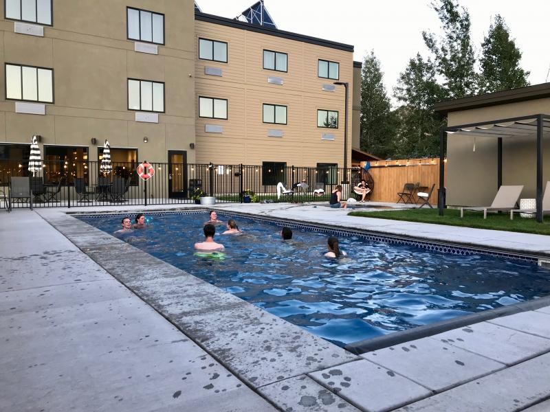 Zwembad bij een van de accommodaties